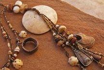 Bižuterie - mušle, dřevo, provázky, kameny, naplaveniny, etc.