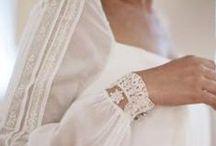 Sleeves for a bride/Vestidos de novia con manga / Loving special sleeves for a chic bride. Nos encantan las mangas para los vestidos de novia, son tan elegantes.....