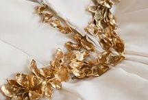 Gold bride/novias que adoran el oro / Gold + white is the perfect combination for a bride. La combinación del dorado y el blanco para una novia nos parece un acierto total.