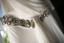 Silver bride/Novia con destellos de plata / Silver+ white = chic bride.  Antique silver embrodery, silver flowers, belts...  Plata+blanco= novia chic Bordados con plata envejecilla, flores de plata, cinturones