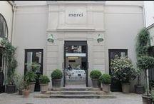 Le magasin Merci / Merci est un lieu créé en mars 2009 au cœur du quartier historique du Haut-Marais. Bernard et Marie-France Cohen, fondateurs de BONPOINT la marque de mode pour enfant, ont eu l'intuition qu'il manquait à Paris un lieu qui réunissent le meilleur de la mode, du design et des objets pour la maison et de lieux de restauration accueillants.