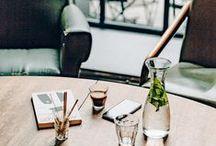 Cafés & Restaurants / Used Book Café :  Rendez-vous autour d'un café, un brunch ou un déjeuner rapide pour manger avec plaisir un œuf coque ou des scones gourmands à l'heure du « tea time ».   Cinéma Café : Lumineux et ouvert sur la terrasse et le boulevard, le Ciné Café est le lieu de rendez-vous pour un déjeuner autour d'une assiette de charcuterie, une salade ou une soupe.   La cantine de merci :  Ouvert sur un petit jardin, la cantine propose tous les jours un déjeuner équilibré et sain.