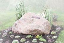 REMEMBERME | GRAF & URN / Grafstenen, grafkisten en grafmonumenten voor de begrafenis heb je in veel verschillende stijlen. Datzelfde geldt voor urnen bij de crematie. Wij laten je wat mooie voorbeelden zien voor de uitvaart. Bezoek ons op: www.rememberme.nl