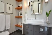 Bathrooms / by Nia Nielsen