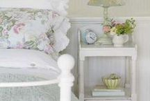 BEDROOM DECOR STYLE / Bedroom style and decor inspiration. Lot's of upcycling, DIY and vintage chic inspiration.