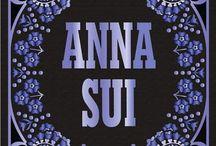 ***ANNA SUI*** / Diseñadora Agradezco no retirar más de 5 pins por día, Do not pin more than 5 pins per day,