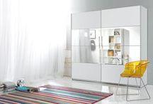 Szafy / Kolekcja szafek wykonanych z drewna sosnowego. Fragmenty drewna są łączone w choinkę, wzmacnia to wytrzymałości produktów. Meble dostępne są w kolorze naturalnym lub w jednym z sześciu kolorów bejcy, tak aby uszlachetnić i dopełnić wygląd dowolnej stylizacji. Więcej na: http://www.meblemix.pl/szafy/
