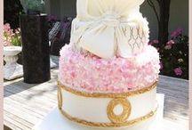 Wedding cakes / Parce qu'un mariage est un événement unique, il faut un gâteau extraordinaire qui vous ressemble : exceptionnel et inoubliable.