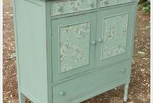 DIY Wallpapered Furniture Ideas / Inspiration for great weekend projects that you can do yourself.