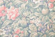 Retro Kitsch Vintage Wallpaper / The patterns we love precisely for their off-beat quirkiness