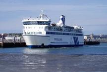 MS FRIESLAND / Ms Friesland (II, 1989) onderhoudt de dagelijkse veerdienst tussen Harlingen en Terschelling. Aan boord is plaats voor 1350 passagiers en 100  personenauto's. Het schip is 69 meter lang en 16 meter breed en vaart met een snelheid van 14 mijl per uur (ca. 25 km/u).