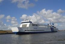 MS MIDSLAND / Ms Midsland (II, 1974) is de senior van de vloot.  Sinds 1993 vaart het als vervangend of extra schip op de lijnen Terschelling-Harlingen v.v. en Vlieland-Harlingen v.v. Ms Midsland is ca 78 meter lang en ruim 12 meter breed. Aan boord kunnen 1200 passagiers mee en 55 personenauto's. Twee motoren van 1250 kW per stuk zorgen voor een snelheid van 14 mijl per uur (ca. 25 km/u)