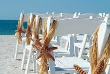 BEACH PARTY / Trouwen op Vlieland of Terschelling: hoe romantisch is dat? Alle gasten op teenslippers, een picknick in de duinen, een toast op het strand...