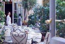 Parisian Café / The most iconic parisian experience: the Parisian café