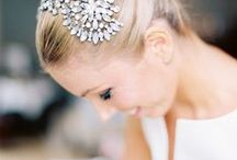 La plus belle / Couronne de fleurs, bijoux, tresses, joli make-up : des idées coiffures et beauté pour être la plus belle le jour de son mariage !