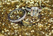 La bague au doigt / Bague de fiançailles, alliance, bijoux en or, pierres précieuses