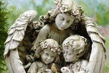 Eu acredito em anjos/I believe in angels. / Dedicado ao meu amor pelos anjos.