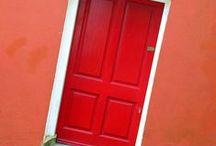 Színes ajtók-ablakok