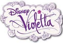 Violetta / Violetta è una ragazza brillante e piena di vita. Ama i sui amici e cantare insieme a loro. Idolo delle Teen-ager. La soap-opera Violetta è una produzione Disney. In questa pagina trovate le novità in cartolibreria dedicate a  Violetta.
