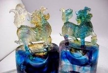 Liuli crafts / coloured glaze arts crystal bright, elegant and noble, which is the fashion celebrities in love with the artwork of the main reasons of coloured glaze arts.