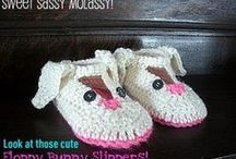 Slippers to crochet / crochet patterns and tutorials