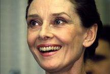Audrey Hepburn • iconic people / Une actrice merveilleuse, mais aussi une femme merveilleuse. Élégante, talentueuse, modeste et altruiste. Une femme qui a su garder toutes ces qualités tout au long de sa vie. Voici donc quelques photos, en son hommage !