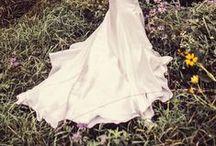 Dani / Minimalist wedding with modern details and a pop of metallic.