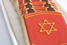 Jewish Holidays: Simchat Torah / Recipes, crafts and activities for Simchat Torah.