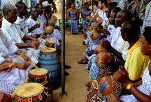Afro percussionists / Percussionisti africani e gli strumenti