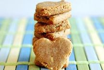 Easy dog treat recipes / Spoil your dog with these delicious and nutritious homemade dog treat recipes.