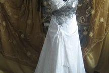 Rochii de mireasa / Rochii de seara /  Daca nimic din ce ai vazut in magazine nu te-a satisfacut pe deplin, atunci e timpul sa apelezi la o casa de moda sau la un croitor priceput. Astfel vei alege intocmai modelul si materialul care iti plac cel mai mult si vei avea intr-adevar o rochie speciala.
