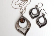 wire jewelry / by Veronica Bakayev