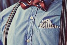 Homens com gravata borboleta, lenços de bolso e suspensórios! Lindos e elegantes!