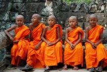 Camboja / O Camboja, convida a conhecer sua beleza secreta em preservados templos encravados nas florestas tropicais. Impossível se esquecer da imagem das riquezas arqueológicas do magnífico complexo de Angkor, um império erguido a partir do século 8. Adicione a tudo isso hotéis com serviços impecáveis.