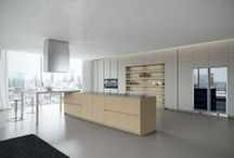 Ak_05 - Design Collection / The kitchen becomes a system that evolves around 5 different types of opening: from the elegant doors with 30° edges to the external lacquered handle featuring the exclusive patented hidden fitting. 5 solutions which through a wide range of materials give life to various aethetics and feelings. 26 mm thick doors in a variety of finishes: brushed oak veneered, microcement, textured glass doors, matt and glossy finishes of the Ral scale. Design: Franco Driusso #ArritalCucine #Kculture #modern
