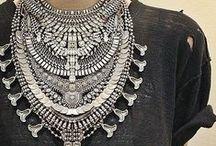 ACCESSORIES - Women / jewelry/ handbags/ scarves/ belts