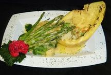 Entrees / Our weekly dining features!