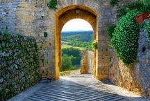 Travel Destinations - Small Towns in Tuscany / Discover Tuscany beyond the door of Dievole! Colle Val D'Elsa, Monteriggioni, Radda in Chianti, and Asciano are just a few of the beautiful small towns you can visit in the Siena area.