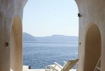 SANTORINI STYLE: The Stylephiles Edit / Simply heaven - we dream of lazy summer holidays walking the beautiful streets of Santorini! Check here for daily inspiration of our favourite destination - Steph & Kaz x