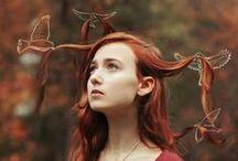 sulle ali del vento / la terra resta sulla terra e i sogni si alzano...deltaplani attaccati al vento...
