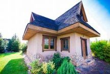 House for Weekend in Poland / Całkowicie do dyspozycji naszych Gości, w pełni wyposażony domek o powierzchni 80 metrów kwadratowych z kominkiem, drewnianymi podłogami i trzema pokojami (2 sypialnie i salon), 2 łazienki, kuchnia w pe