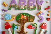 Lovely Treats / Breathtaking cakes, cookies and dessert designs.  Lots have tutorials for doing the details.