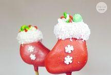 """Cake Pop Tutorial: Stiefel Cake Pops / DIY steht für """"do it yourself"""" und genau das soll unsere monatliche Serie bewirken. Im Dezember zeigen wir euch einen weihnachtlichen Cake Pop: Ein prall gefüllter Stiefel!"""