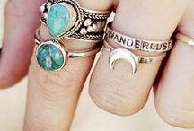 j e w e l r y / diamonds are a girls best friend...