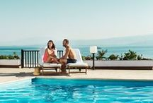 """Exclusive-hotellit / Valitsimme Exclusive-hotellit periaatteella """"vain paras on riittävän hyvä"""".  Apollomatkojen ylelliset, vähintään 5 tähden luksushotellit sijaitsevat upeissa lomakohteissa.  Upeasti suunnitelluissa hotelleissa kiinnitetään huomioita palveluun ja laatuun. Kaikki Exclusive-hotellit ovat ainutlaatuisia. Valikoimassamme on pieniä luksushotelleja sekä suuria, ylellisiä hotelleja, joissa on tarjolla kaikki mahdolliset palvelut."""