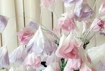 Andrea at Home with DIY paper flowers / Gorgeous DIY: paper flowers and paper craft ideas: make a stunning backdrop, with paper flowers or some centerpieces, that make guests wonder if they are really paper flowers.  Either way, you'll find something that will encourage you to try making your own brand of paper flowers.