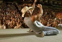 Kenny Chesney Bare Arms / www.tortugamusicfestival.com // #tortugafest