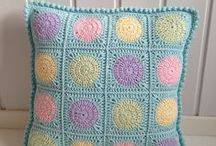 подушки вязанные