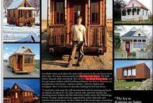 """Tiny homes ou maisons minuscules - Une autre façon de vivre / Le premier geste écologique lorsque l'on projette de construire sa maison est d'ajuster les volumes à ses besoins réels. Chaque m² de construction a un coût pour votre budget mais également un coût pour l'environnement. Construire une maison bien ajustée permet de limiter le budget de construction mais également le budget de vie de l'habitation. L'esprit """"Tiny houses"""" est de ne pas se rendre esclave de sa maison, c'est à dire de concevoir un espace qui réponde aux besoins réels."""
