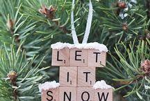 DIY Weihnachtsbaumschmuck / Dieses Jahr werden wir unseren ersten eigenen Weihnachtsbaum haben. Einfach nur gekaufte Kugeln dranhängen? Für uns keine Option. Wir wollen wieder kreativ werden! Deshalb haben wir hier DIY Weihnachstsbaumschmuck Ideen gesammelt.